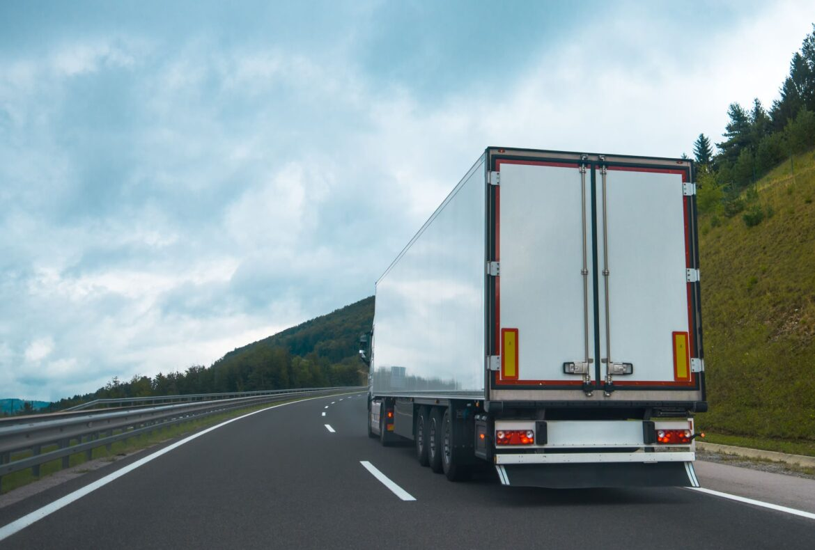 semi-truck-with-trailer-PJRZ2RE